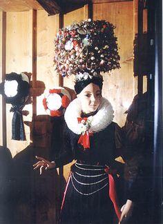 Schwarzwälder Trachten  im Schwarzwälder Trachtenmuseum Haslach  Schäpel aus St. Georgen  Der größte und schwerste der Schwarzwälder Schäpel... #StGeorgen