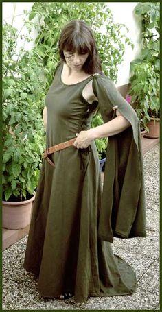 Pretty and simple dress idea.