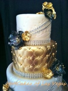 Luxurious wedding cake with gold