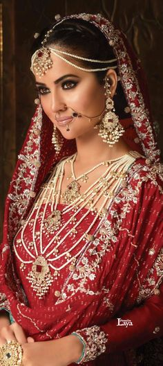 Everything Attractive Women Most Beautiful Women, Beautiful Bride, Hena, Bollywood Jewelry, Asian Bridal, Traditional Dresses, Asian Fashion, Indian Beauty, Looking For Women
