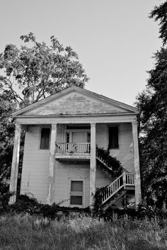 Alabama dreamin-One of numerous houses between Montgomery, Alabama and Columbus, GA. Old Masonic lodge (I think) in Crawfordville, AL. Abandoned Property, Old Abandoned Houses, Abandoned Mansions, Abandoned Buildings, Abandoned Places, Abandoned Plantations, Spooky House, Home Of The Brave, Old Farm Houses