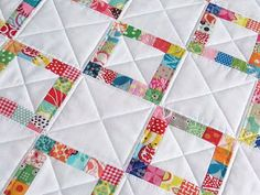 Red Pepper Quilts: Tutorial on Pieced Scrap Border Quilt