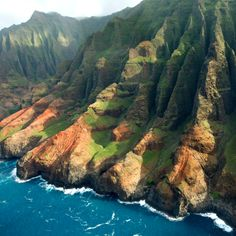 Kauai, Hawaii   ♥ ♥ Take a helicoptor flight over the Napoli Coast (Preferrably in a rescue one helicoptor)... Amazing sight. Kauai, Hawaii is one of my very favorite vacation spots. Islanders are freindly, lifestyle is layed back, beaches are beautiful.Great place for snorklling!! A need to experience place!!