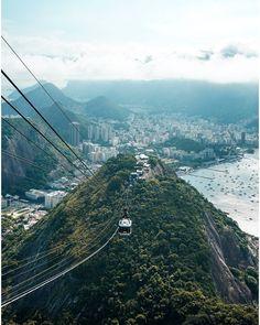 En una visita a Rio de Janeiro, subir al Pão de Açúcar es un TO DO necesario. Necesario para ti y para tus sentidos.  Si eres estudiante,… Bridge, Travel, Information Technology, Rio De Janeiro, Places, Viajes, Bridges, Destinations, Bro