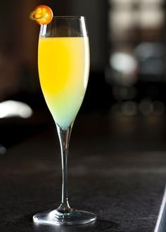 Além de champagne, o Swap Drink leva também licor de pêssego, suco de limão siciliano e vodca de banana. Clique no MAIS para ver a receita