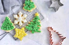 The perfect cut out sugar cookie recipe! These no spread sugar cookies are soft and perfect for Christmas time and cookie cutters! Roll Out Sugar Cookies, Sugar Cookies Recipe, Cake Cookies, Cookie Recipes, Christmas Sugar Cookie Recipe, Holiday Cookies, Christmas Cake Pops, Christmas Cactus, Christmas Decor