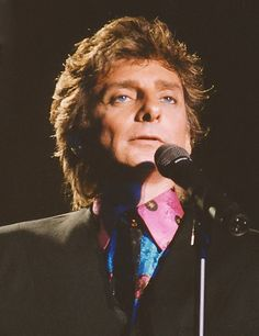 Barry Manilow singing.
