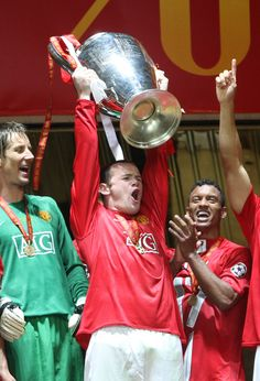 Wayne Rooney became a Europen champion in 2008 when manutd beat Chelsea on penalties in the Champions League final in Moscow. Manchester United Wallpaper, Manchester United Legends, Official Manchester United Website, Manchester United Football, Soccer Pictures, Soccer Pics, Man Utd Squad, Wayne Rooney, Soccer World