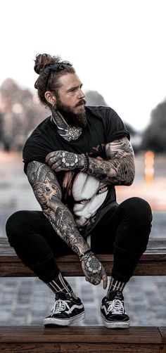 15 Dashing Bearded Men Outfit Ideas To Choose From Bearded men always have up ha. - 15 Dashing Bearded Men Outfit Ideas To Choose From Bearded men always have up ha… – 15 Dashing - Hipster Stil, Moda Hipster, Style Hipster, Hipster Looks, Men Hipster Fashion, Hipster Outfits Men, Beard Fashion, Men's Outfits, Black Outfits