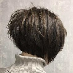 """It can not be repeated enough, bob is one of the most versatile looks ever. We wear with style the French """"bob"""", a classic that gives your appearance a little je-ne-sais-quoi. Here is """"bob"""" Despite its unpretentious… Continue Reading → Short Hairstyles For Thick Hair, Short Hair Styles, Short Haircuts, Stacked Haircuts, Thick Coarse Hair, Trending Hairstyles, Great Hair, Hair Trends, Hair Inspiration"""