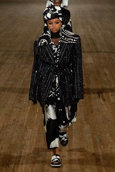 Marc Jacobs Spring 2018 Ready-to-Wear Undefined Photos - Vogue Fashion Show Collection, Designer Collection, Spring Summer 2018, Spring Summer Fashion, Black Supermodels, Marc Jacobs, Fashion 2018, Ready To Wear, How To Wear
