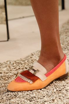 See detail photos for Hermès Resort 2018 collection.