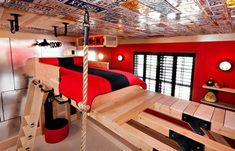 Das Kinderzimmer soll interessant und bunt eingerichtet werden. Neben den funktionalen Möbeln, ist a...