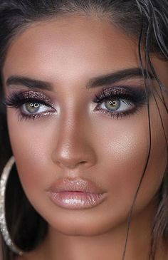 Frauen Damen Damenmode Dame Frau DIY Videos Tutorial machen Lippenstift Make-up . Frauen Damen Damenmode Dame Frau DIY Videos Tutorial machen Lippenstift Make-up . Flawless Makeup, Glam Makeup, Gorgeous Makeup, Bridal Makeup, Makeup Art, 40s Makeup, Queen Makeup, Awesome Makeup, Wedding Makeup Looks