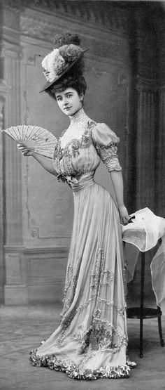 Dinner dress by Martial & Armand, Les Modes August 1906. Photo by Félix.