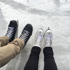 Figure skater meets hockey player - I wish me to find my hockey player ! Ice Skating, Figure Skating, Couple Goals Tumblr, Couple Goals Cuddling, Cute Couples Goals, Hockey Players, Tennis Players, Winter Sports, Winter Christmas