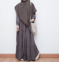Street Hijab Fashion, Fashion Outfits, Muslimah Clothing, Party Wear Indian Dresses, Moslem Fashion, Hijab Fashion Inspiration, Mode Hijab, Dressy Outfits, Simple Dresses