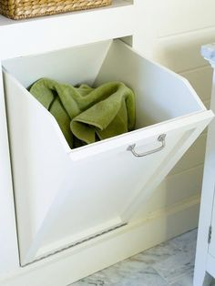 Meuble pour cacher le linge sale : super panier à linge. Furniture to hide dirty laundry: super laundry basket. machine Where to place the basketsDrawer sliding as pA dirty laundry basket da Laundry Room Cabinets, Laundry Room Storage, Bathroom Organization, Bathroom Storage, Kitchen Storage, Organization Ideas, Bathroom Shelves, Bathroom Vanities, Laundry Chute