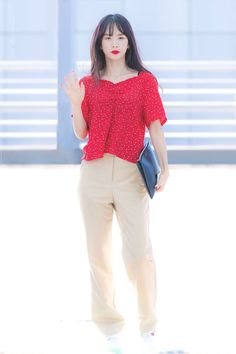 Airport Fashion Kpop, Kpop Fashion, Fashion Pants, Korean Fashion, Girl Fashion, Kpop Girl Groups, Kpop Girls, Cosmic Girls, Airport Style