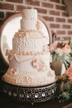 Vintage Wedding Cake / Marcie Meredith Photography