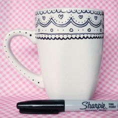 Sharpie + mug. There is debate on whether the sharpie stays on or washes away. Oil based sharpies recommended and then bake at 450 for 30 mins. Sharpie Art Projects, Sharpie Crafts, Sharpie Mug Designs, Tape Crafts, Diy Projects, Craft Gifts, Diy Gifts, Handmade Gifts, Sharpie Coffee Mugs