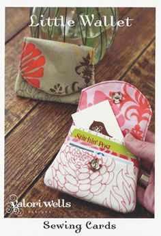 Little Wallet sewing card pattern valori wells designs southernfabric Card Patterns, Sewing Patterns, Purse Patterns Free, Sewing Tutorials, Sewing Projects, Wallet Sewing Pattern, Sew Wallet, Card Wallet, Sewing Cards