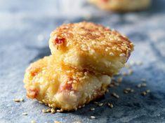 Découvrez la recette Croquettes de jambon au fromage sur cuisineactuelle.fr.