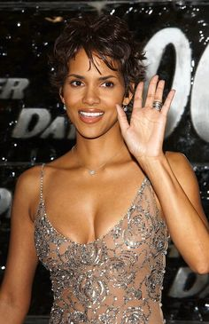 Halle Berry Style, Halle Berry Hot, Halle Berry Hairstyles, Halley Berry, Beauty Contest, Best Actress, American Actress, Marie, Girl Fashion