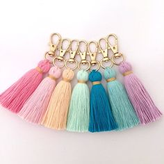 Tiny Tassel Gold Keychain W / Trim from Hautepinkfluff on Etsy - basteln - Home Accessories Pom Pom Crafts, Yarn Crafts, Diy Crafts, Decor Crafts, Creative Crafts, Keychain Diy, Tassle Keychain, Keychain Ideas, Handmade Keychains