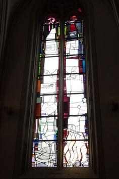 Münster/Duitsland - Sankt Paulus Dom. Glaskunstenaar Georg Meistermann gaf tussen 1985 en 1990 de Dom een nieuw gezicht. Hij maakte een serie van 17 abstract-geometrische kerkramen met symbolisch-bijbelse motieven. De ramen vervangen de in de Tweede Wereldoorlog verloren gegane originele glas-in-loodramen. Foto: G.J. Koppenaal, 5/3/2016.