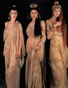 The Brides of Dracula: Monica Bellucci, Michaela Bercu, and Florina Kendrick in Bram Stoker's Dracula Vlad El Empalador, Medusa Greek Mythology, Bram Stokers Dracula, Michaela Bercu, Vampire Bride, Vampire Girls, Dracula Costume, Eiko Ishioka, Female Vampire