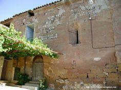 Entrada de la iglesia Románica de Cofita.
