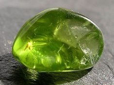 peridot is a powerful cleanser. It releases and neutralises toxins on all levels. Alleviates jealousy, resentment, spite, bitterness, irritation, hatred and greed. Reduces stress, anger and guilt. Peridot opens our hearts to joy and new relationships. It enhances confidence and assertion, motivating growth and change. Sharpens and opens the mind to new levels of awareness.