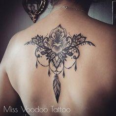 Merci Mathilde #missvoodooo #lace #lacetattoo #missvoodoo #lacedetail #jewelry #jeweltattoo #feather #rosetattoo #tattoodentelle #tatouagedentelle #blackwork #blackworkers #tattoedgirl