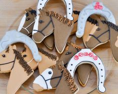 Horse cookies make hard western Hills High school her Mrs. Tara Graves room 66 in down stop horse cookie picture Rolled Sugar Cookies, Iced Cookies, Cute Cookies, Cupcake Cookies, Horse Party Decorations, Horse Birthday Parties, Fourth Birthday, Birthday Bash, Horse Cookies