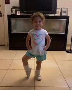 Readyy..one two..one two..left..right..lala..lala..yihaa.. 😄 Cute Funny Baby Videos, Cute Funny Babies, Funny Videos For Kids, Funny Baby Memes, Funny Short Videos, Crazy Funny Memes, Funny Video Memes, Funny Cute, Funny Girls