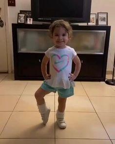 Cute Funny Baby Videos, Funny Baby Memes, Cute Funny Babies, Funny Videos For Kids, Funny Short Videos, Funny Video Memes, Really Funny Memes, Funny Cute, Funny Baby Videos Dancing