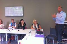 Marco De Ridder (Drukkerij VD) geeft toelichting over duurzaam drukwerk tijdens ikMVOok werkatelier 3 in Gent (13/9/2013)
