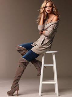 Love the outfit! love the boots! love the pose!
