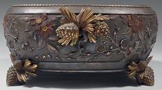 Christofle, Paris Jardinière Pommes de pin, en bronze, métal argenté, doré et patiné. exécuté en 1879 ou 1880 d'après le dessin original créé par Emile REIBER pour Christofle en 1874.