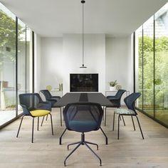 PICCIONE, Swivelling desk chairs Designer : Claudio Dondoli & Marco Pocci | Ligne Roset