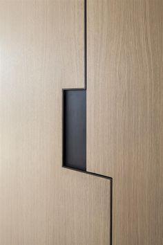The art collector apartment 2 - Pitsou Kedem Wardrobe Door Designs, Wardrobe Design Bedroom, Wardrobe Doors, Dressing Design, Cupboard Design, Furniture Handles, Interior Modern, Interior Design, Furniture Design