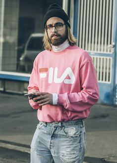 Kriss sweater by in pink worn by ted ljunggren. photo by anders claesson. 90s Fashion, Urban Fashion, Fashion Outfits, Male Fashion, Moda Grunge, Look Zara, Inspiration Mode, Men Street, Mode Style