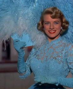 Old Hollywood Stars, Golden Age Of Hollywood, Vintage Hollywood, Classic Hollywood, Rosemary Clooney, White Christmas Movie, Christmas Movies, Christmas Costumes, Retro Christmas