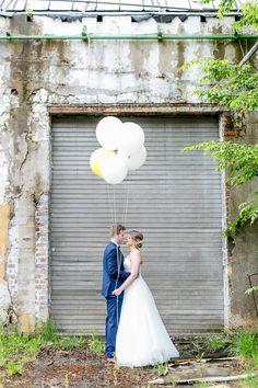 Paarshooting mit Luftballons fotografiert von Hochzeitsfotograf Anni Hochzeitsfotografie aus Köln