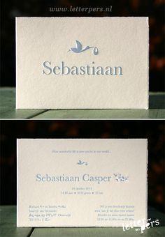 letterpers_letterpress_geboortekaartje_Sebastiaan_blauw_ooievaar_scheprandje_klassiek-kaartje