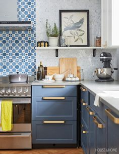 Design Debate: Is Open Shelving Fussy Or Fabulous? This Quebec kitchen's open shelving is clean-lined and white — a perfect perch for plants, artwork and vessels of all kinds. Kitchen Plans, Eclectic Kitchen, Kitchen Remodel, Modern Kitchen, Diy Kitchen Renovation, Modern Grey Kitchen, Cottage Kitchen, Kitchen Renovation, Kitchen Design