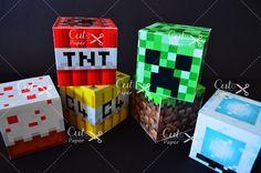 - Caixa personalizada Minecraft. <br>- Impressa no papel couchê 250g. <br>- Tamanho de 6x6x6cm <br> <br>-> Pedido mínimo de 20 caixinhas. <br> <br>------ Na compra do convite o frete da caixinha é GRÁTIS! <br> <br>Confira também os convites: <br>http://www.elo7.com.br/convite-minecraft/dp/547753 <br>http://www.elo7.com.br/convite-minecraft/dp/421DAB <br>http://www.elo7.com.br/convite-minecraft/dp/4CAB96 <br> <br>** Por motivos de envio(Correios) as caixinhas vão desmontadas para que cheguem…