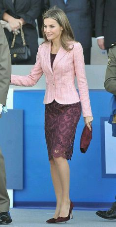 - Wear to Work Outfits Princess Letizia, Queen Letizia, Evening Dresses, Formal Dresses, Royal Fashion, Office Outfits, Work Attire, Business Fashion, Classy Outfits