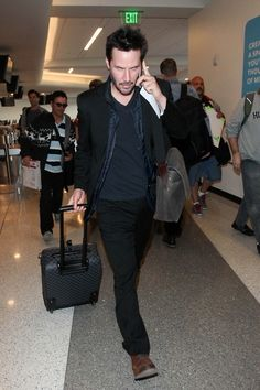 Keanu Reeves Photos - Keanu Reeves at LAX - Zimbio